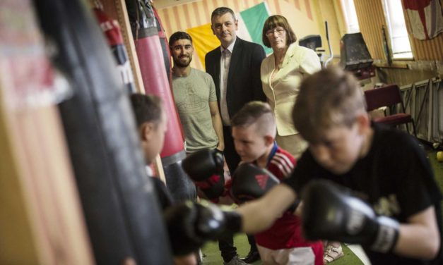 Steel fund backs Teesside boxers fight for funds