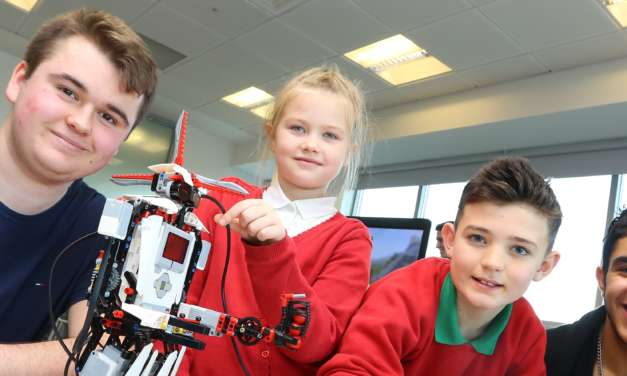 Computer whizz-kids pass on skills to next generation