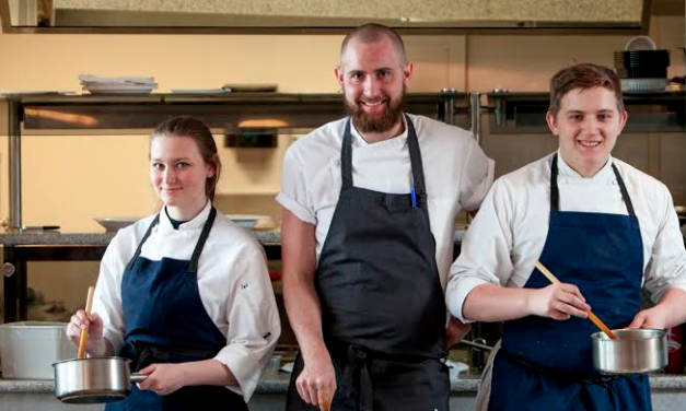 TV Chef Stirs Up Enthusiasm at College
