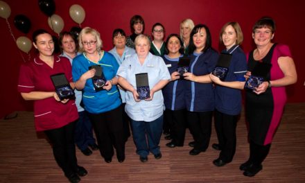 Stars of stop smoking service receive awards
