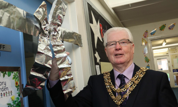 Darlington's Mayor Tom Nutt performs the honours