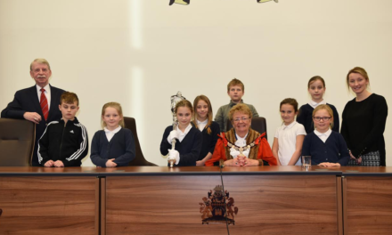 Hummersea Primary children visit Mayor of Redcar and Cleveland