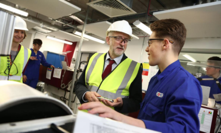 Labour leader praises help given to SSI workers at Middlesbrough College