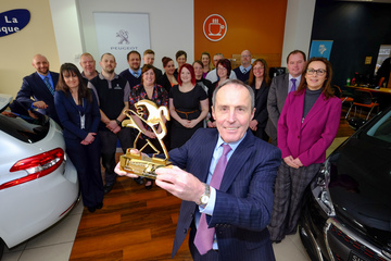 Simon Bailes Peugeot wins 25th award for customer service excellence