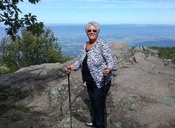 Double knee replacement patient conquers Shenandoah Mountain