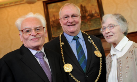 Mayor Recognises Caring Neighbour