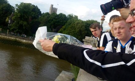 Newcastle United Fans Pay Tribute To Geordie Hero Of The Thames