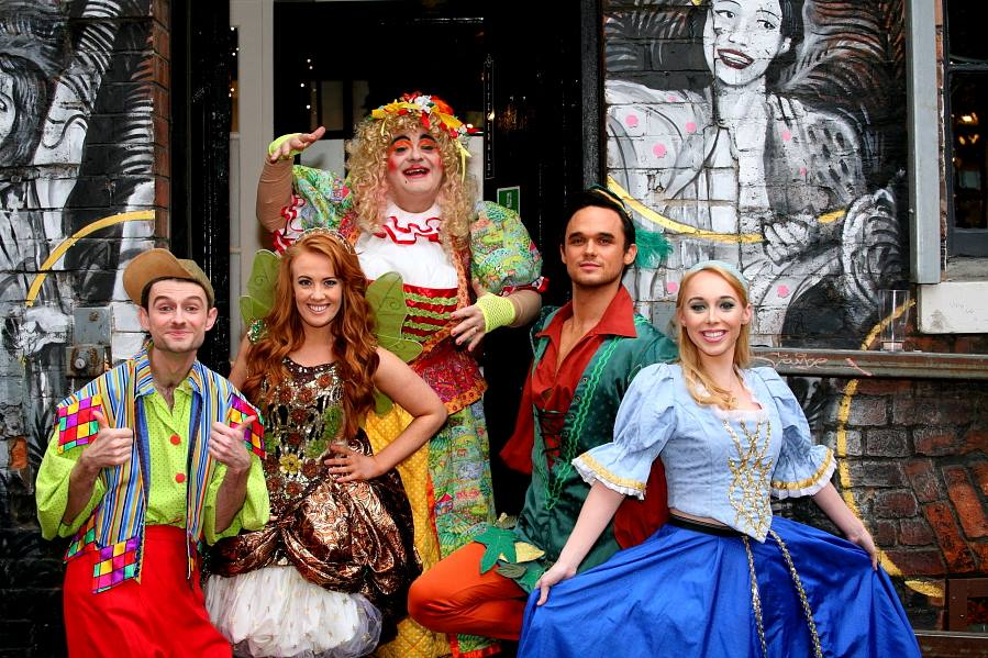 Gareth, Zippy and George Line Up for Robin Hood Easter Panto