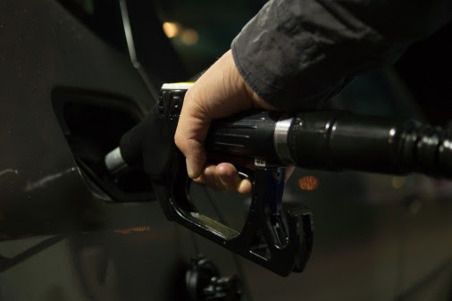 RAC presses retailers to cut fuel prices as oil price slumps