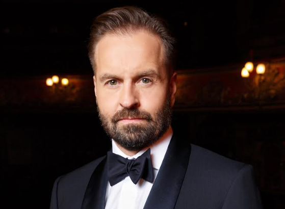 Alfie Boe To Headline Armed Forces Day Concert at Scarborough Open Air Theatre