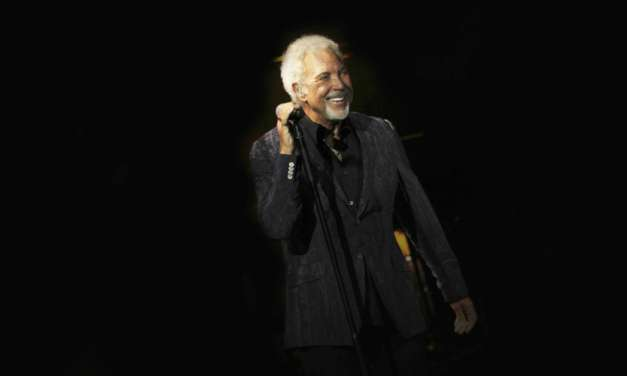 TOM JONES TO BRING 2018 UK STATELY HOME TOUR TO ALNWICK CASTLE