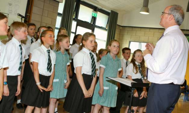 Young students put on final show for popular music teacher