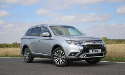 2019 MITSUBISHI OUTLANDER RANGE GROWS WITH ADDITION OF NEW PETROL-POWERED MODEL
