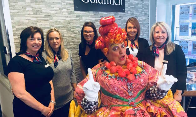 GOLDFINCH STEALS THE SHOW AS FIRST CUSTOMS HOUSE PANTO PARTNER!