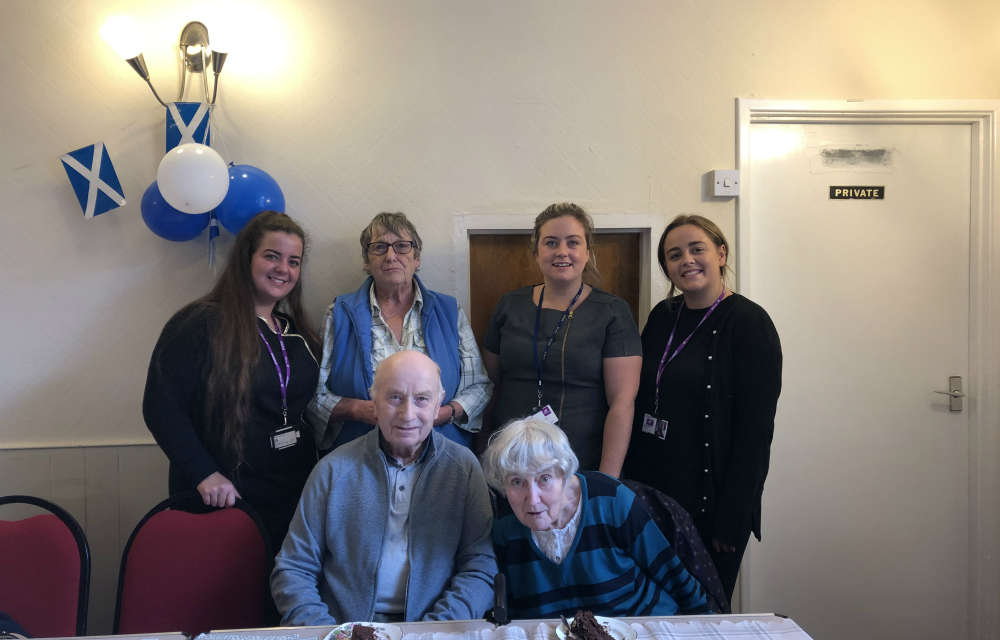 College students give the gift of glamour to local dementia support group