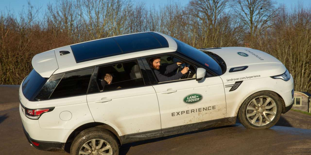 ULTIMATE FAMILY CHRISTMAS AT LAND ROVER EXPERIENCE EASTNOR'S WINTER WONDERLAND