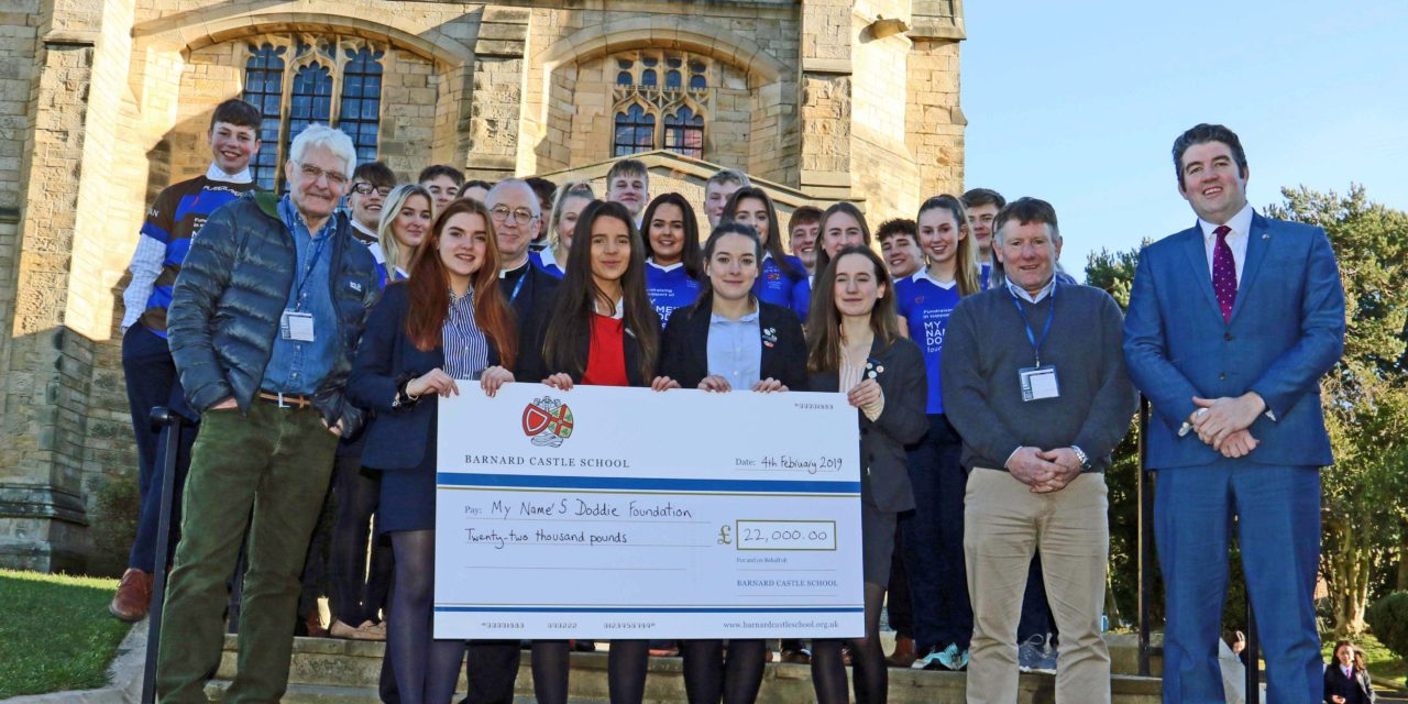 Students hand over £22,000 to ex-rugby internationals raised in the name of Doddie Weir