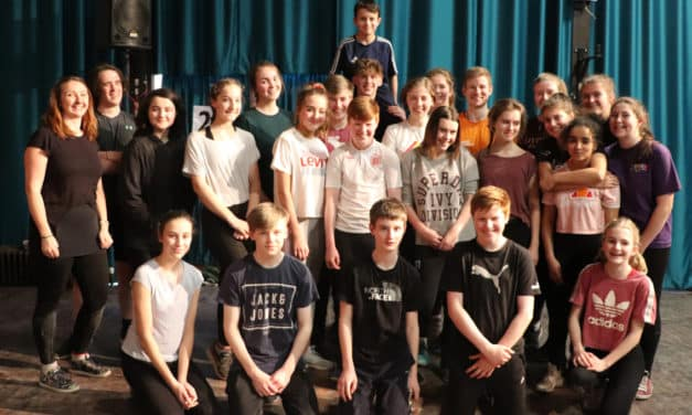 Leading actor gives students a taste of theatre
