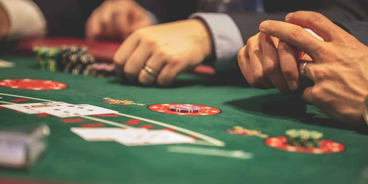 How Are Live Casinos Different From Online Casinos?