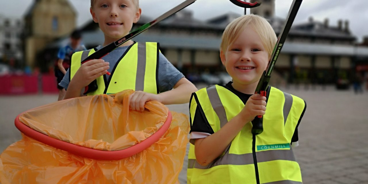 Ice cream reward for cool young litter-pickers