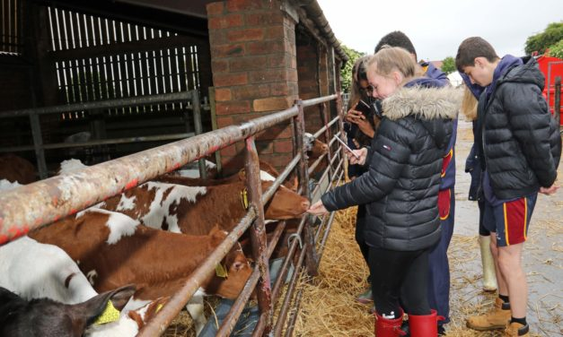 Nutrition students head down to the farm