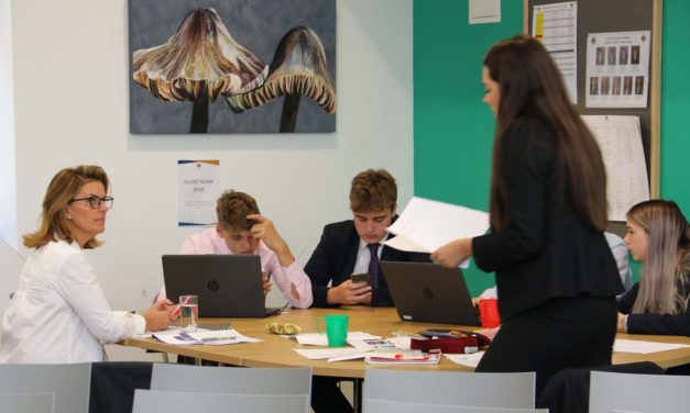 Business mentors and students come together for industry day
