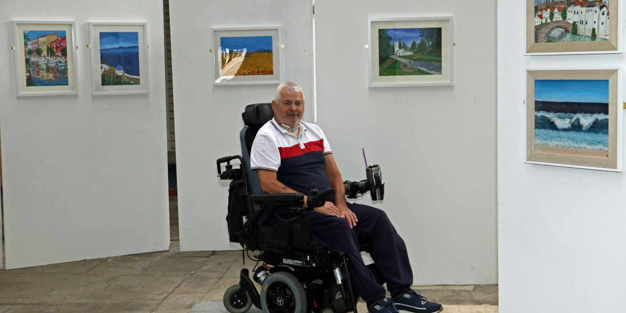 Paralysed painter stages first art exhibition