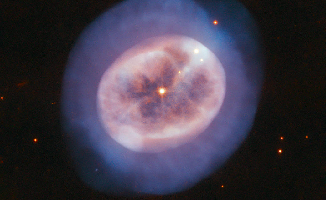 Hubble's Portrait of Star's Gaseous Glow