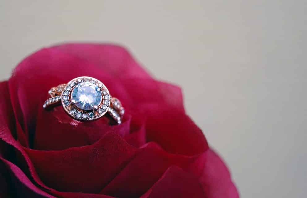 How to choose diamond engagement ring design for the grand day?