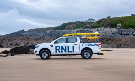 NEW FORD RANGER LANDS ON THE BEACH TO SUPPORT RNLI PATROLS