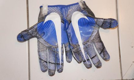 A Guide On Purchasing Football Gloves To Improve Your Game