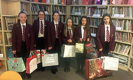 Students bag gifts for needy young people
