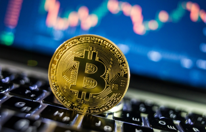 How can graph games be played better by using bitcoin?