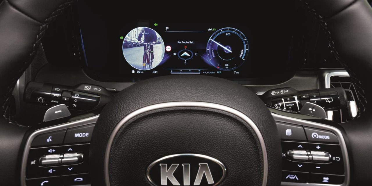 A SECOND PAIR OF EYES: ALL-NEW KIA SORENTO ELIMINATES DRIVER BLIND SPOTS WITH NEW DIGITAL DISPLAY