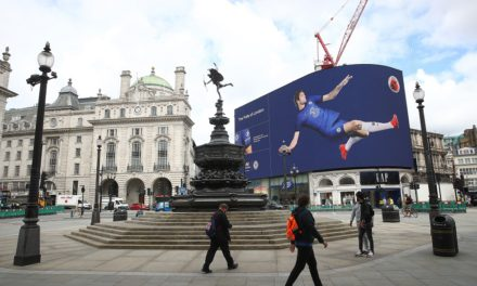 HYUNDAI HOSTS CHELSEA FC TAKEOVER AT PICCADILLY CIRCUS FOR NEW KIT LAUNCH