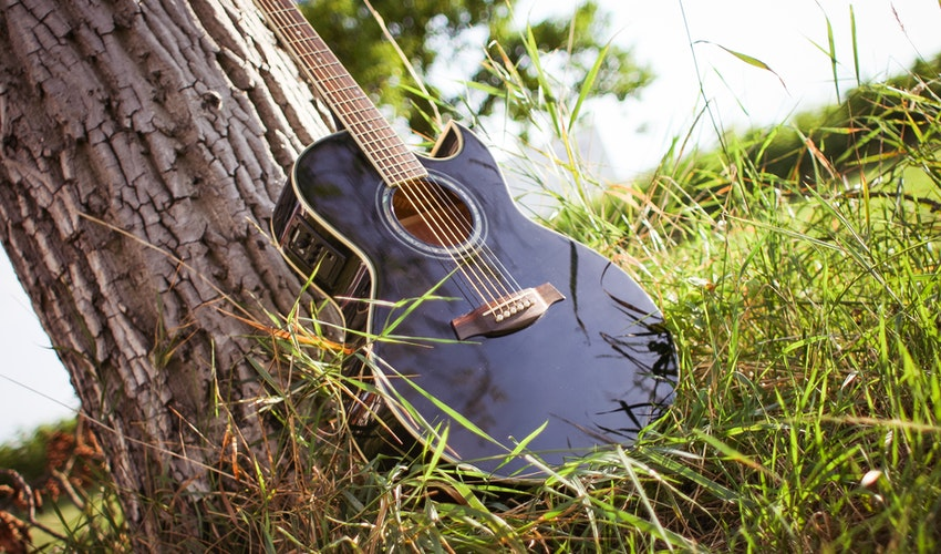 Tips on Buying Your First Acoustic Guitar