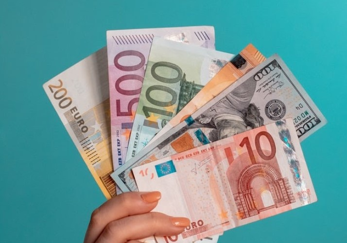 How to Easily Keep Your Money Online