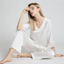 Top-Notch Benefits Of Wearing Silk Pajamas For Men And Women!!