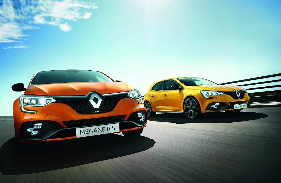 THE NEW RENAULT MÉGANE R.S. 300 AND R.S. TROPHY NOW AVAILABLE TO ORDER IN THE UK