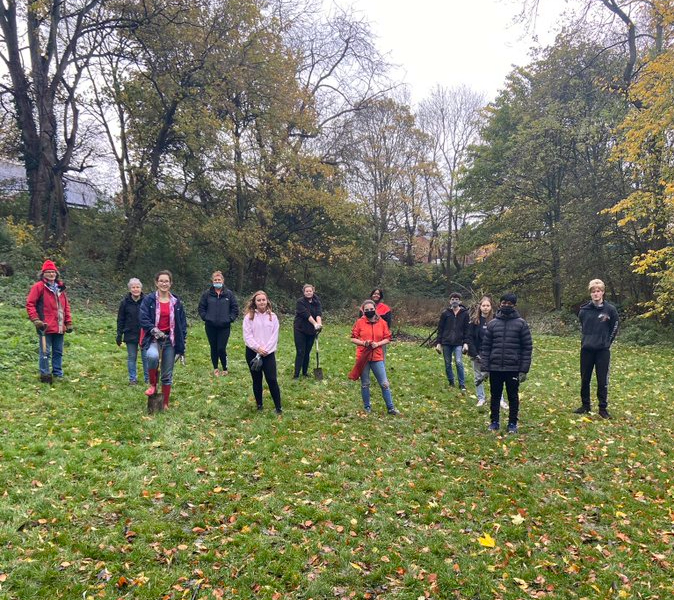 Flower Power – teenagers plant thousands of bulbs in Darlington park