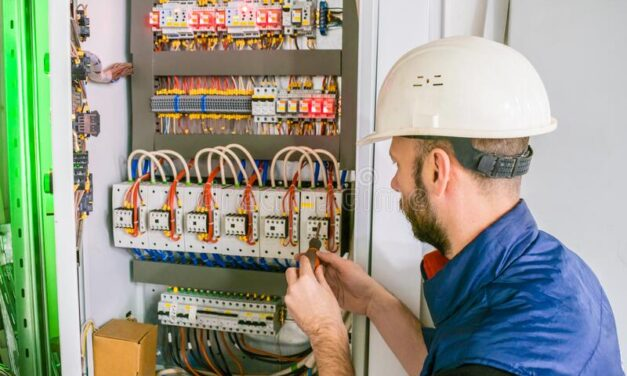Are You Looking For a Knoxville Electrician? Greenhorns or Experts?