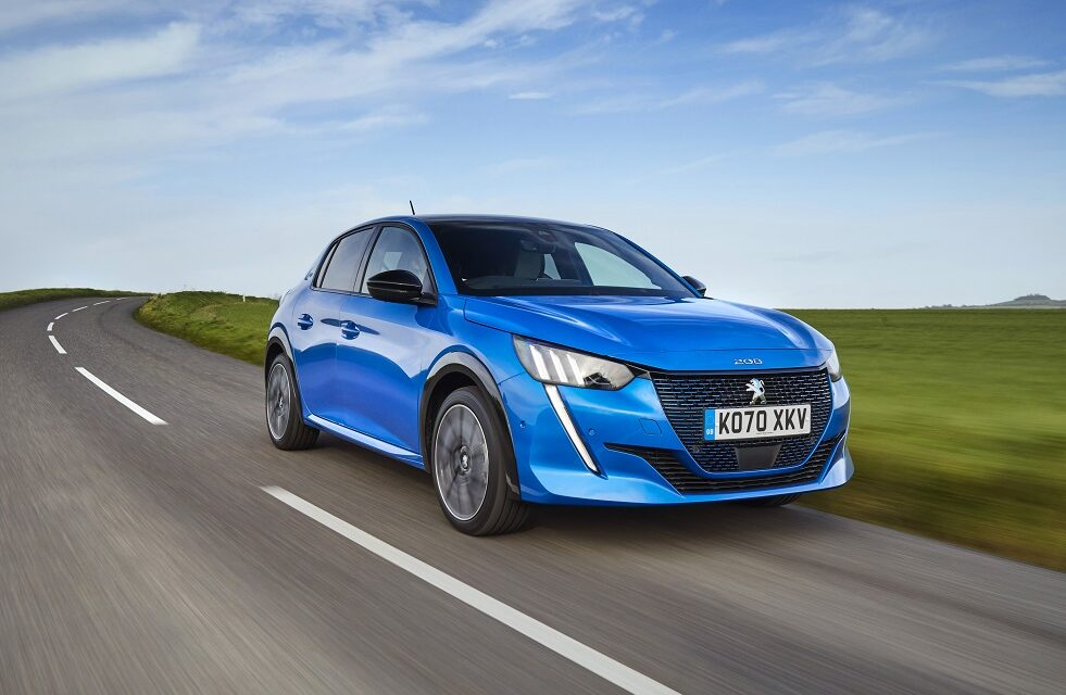 PEUGEOT 106 Premium and the all-new PEUGEOT e-208 GT Premium: small but mighty