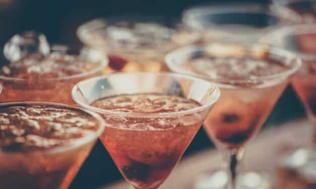 6 Tips to Host a Flawless Cocktail Party