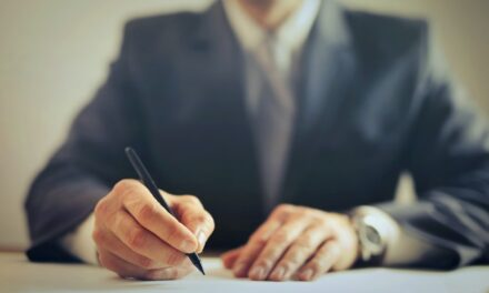 6 Biggest Mistakes to Avoid While Hiring a Lawyer