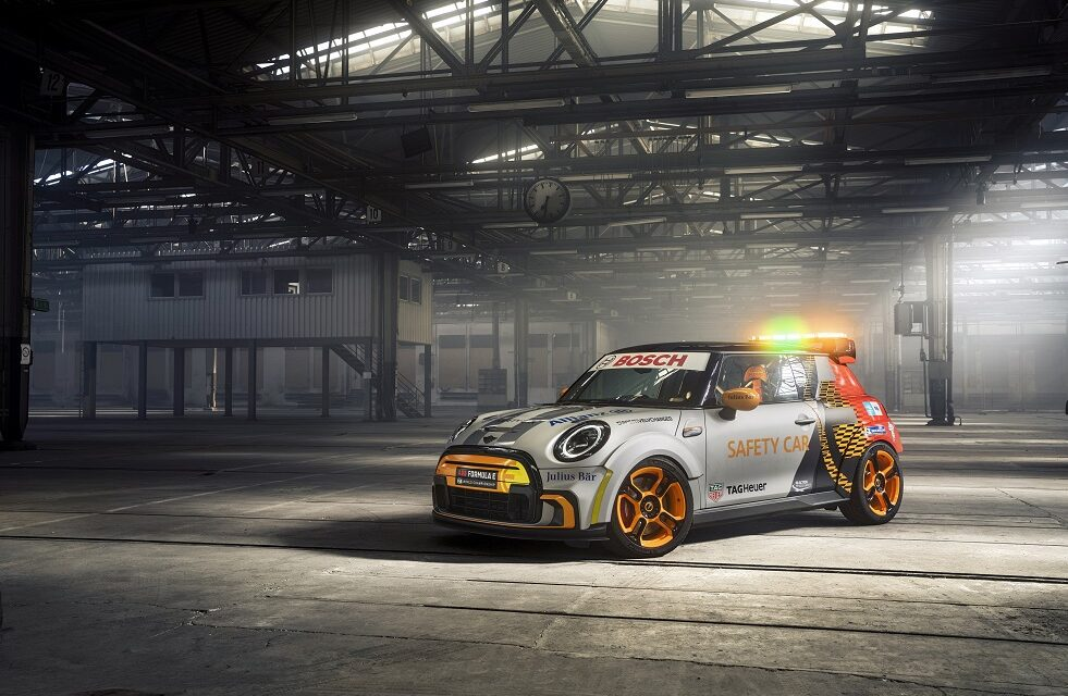 The MINI Electric Pacesetter inspired by John Cooper Works. The first electric MINI as a FIA Formula E Safety Car