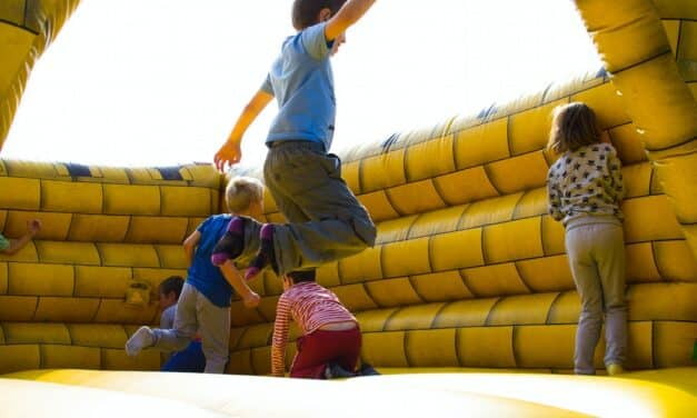 How to Hire the Best Bouncy Castle in The UK