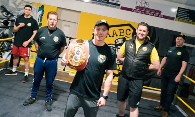'Baby Faced Assassin' visits West Auckland Boxing Gym to offer advice and inspiration to members
