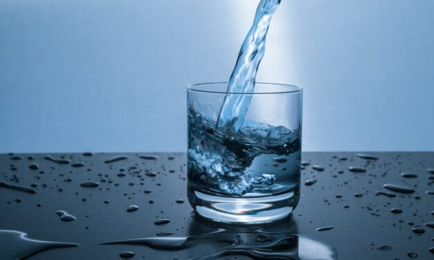 10 reasons why Mineral water is a healthy option for you