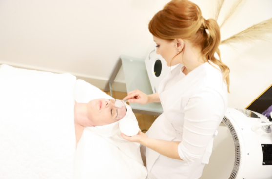 Salon Owner and Skin Specialist Offers Skincare Professionals Advanced Training Courses Online