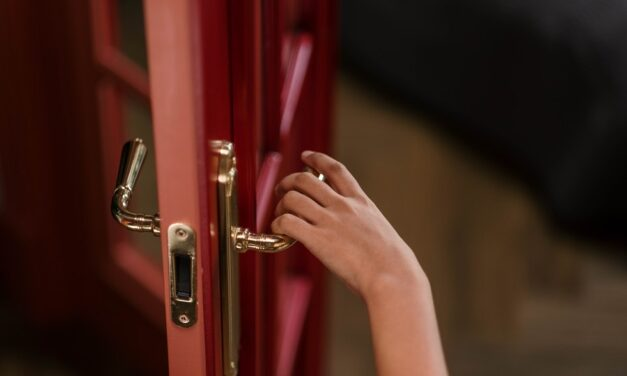 What Services Does a Locksmith Do?